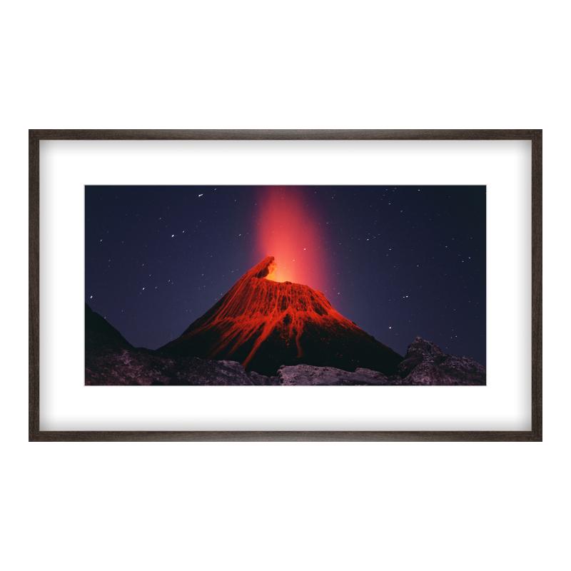 Vulkan Foto Poster drucken im Holzrahmen gemasert in braun bei Myposter.de