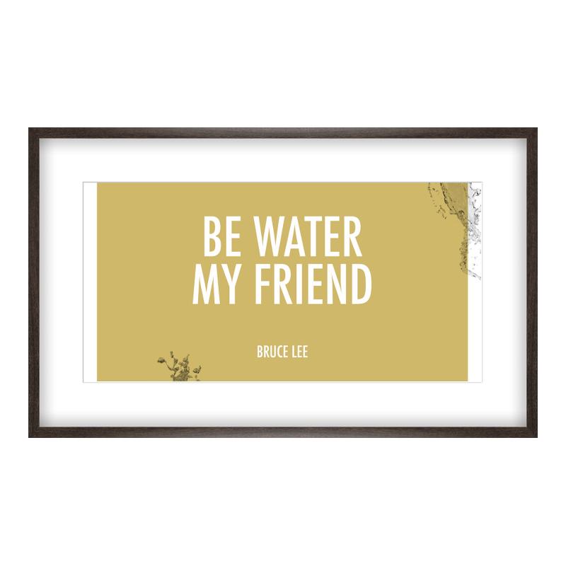 Be Water my Friend Poster drucken im Holzrahmen gemasert in braun bei Myposter.de